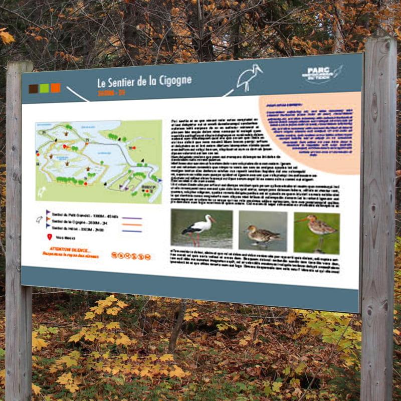 Panneau Sentier de la Cigogne issu de parc ornithologique du Teich, création de Frédérique Hayaux du Tilly, graphiste designer c com'créa